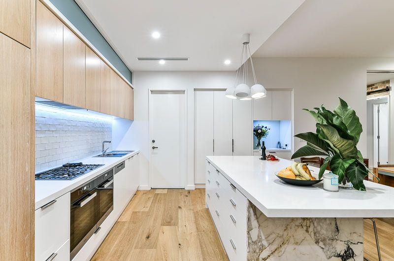 LUXURY-HOMES-jamie-kitchen.jpg