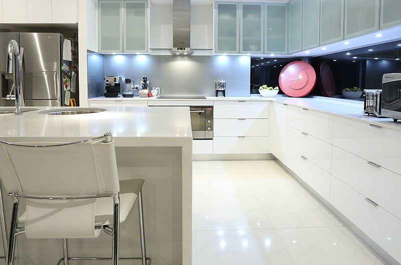 custom-sorrento2-kitchen.jpg