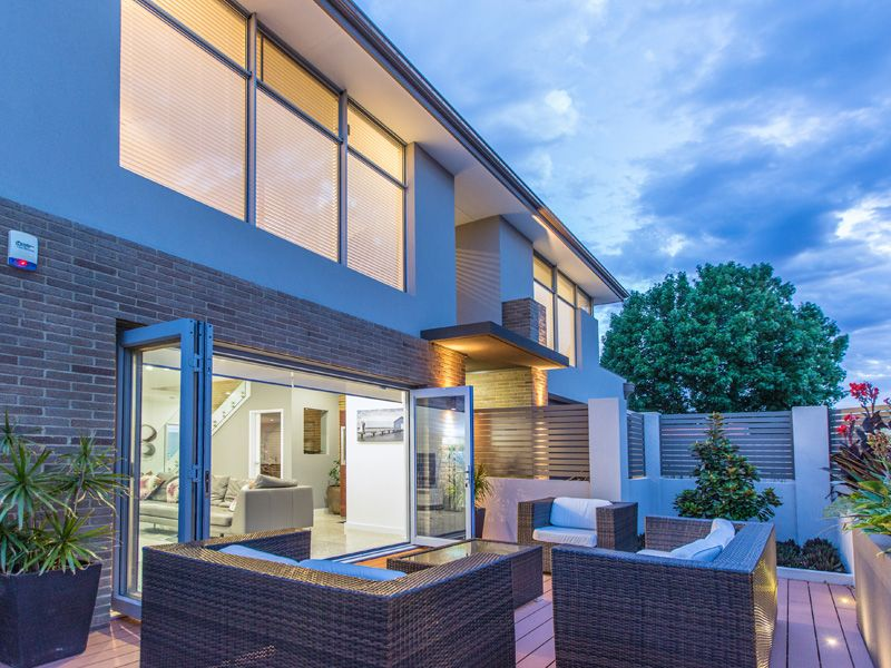 CI-Doubleview-courtyard.jpg